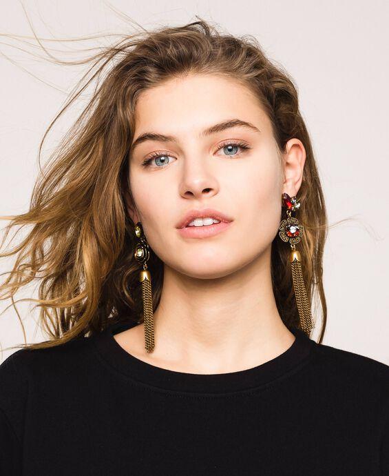 Ohrringe mit Blumen und Quasten
