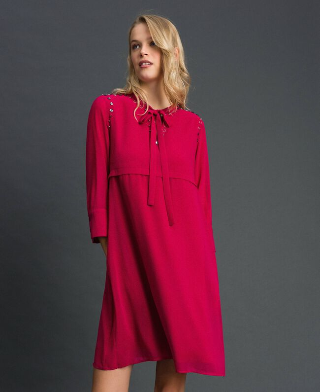 Georgettekleid mit Steinchen und Perlen Rot Amaranth Frau 192MP2480-01