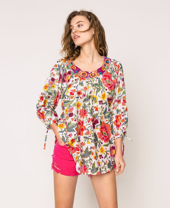 Floral print blouse with embroidery