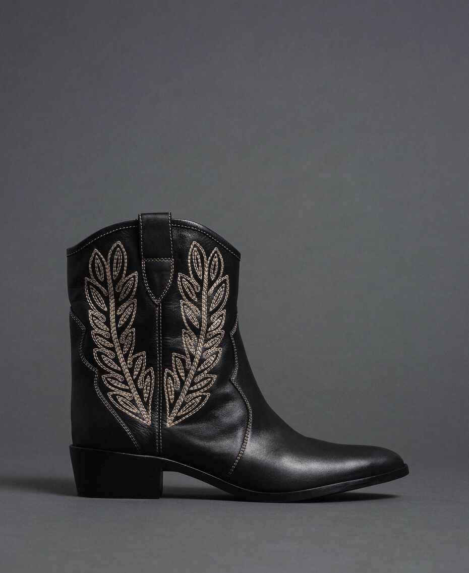 Texas ankle boots with embroidery Black Woman 192TCT06C-02