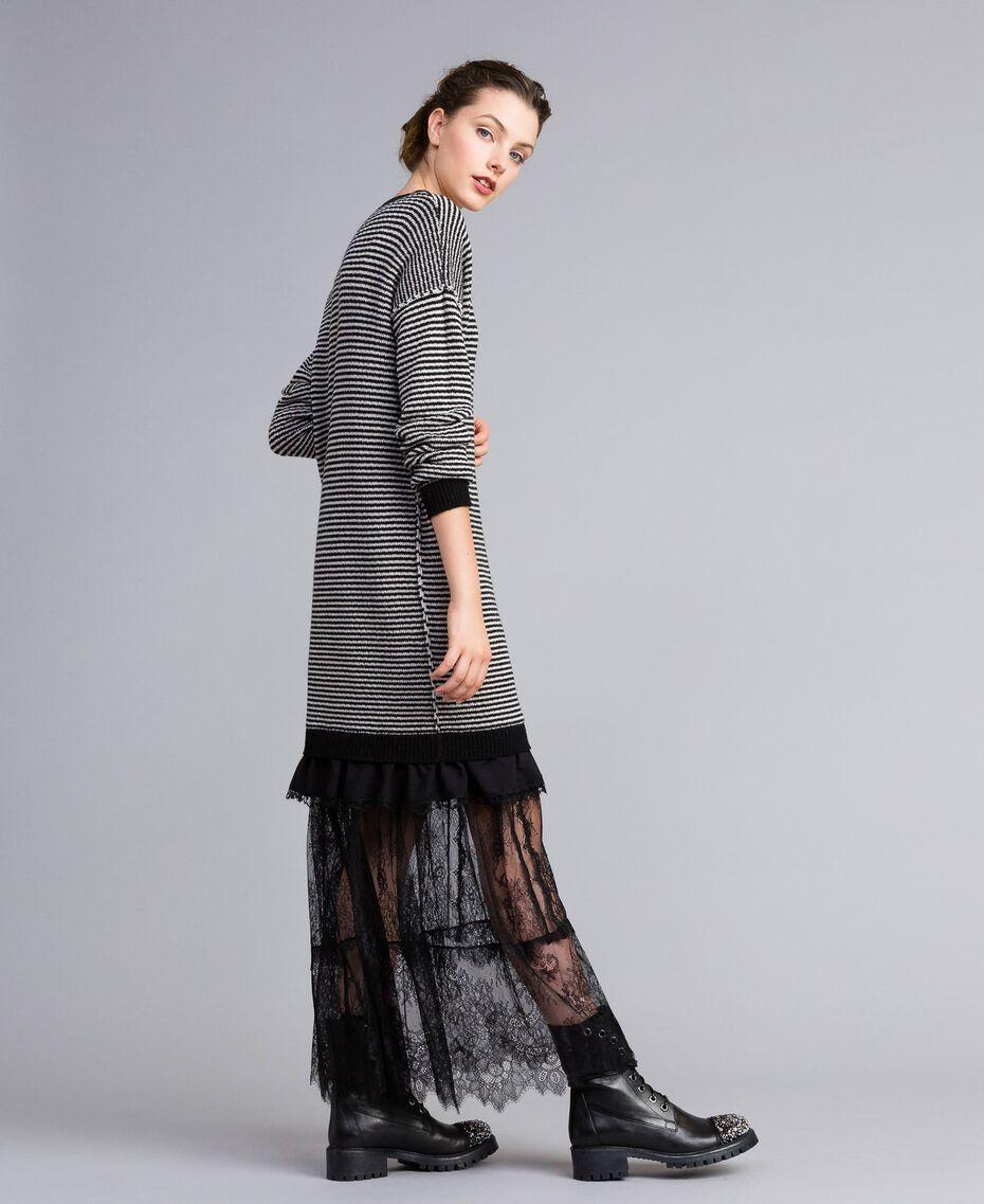 Kleid mit zweifarbigen Streifen und Spitze Zweifarbig kariert Schwarz / Schneeweiß Frau PA8342-02
