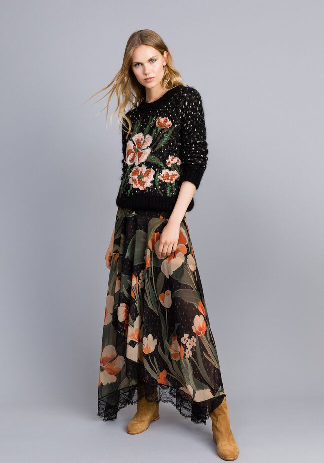 Chiffon long skirt with floral print