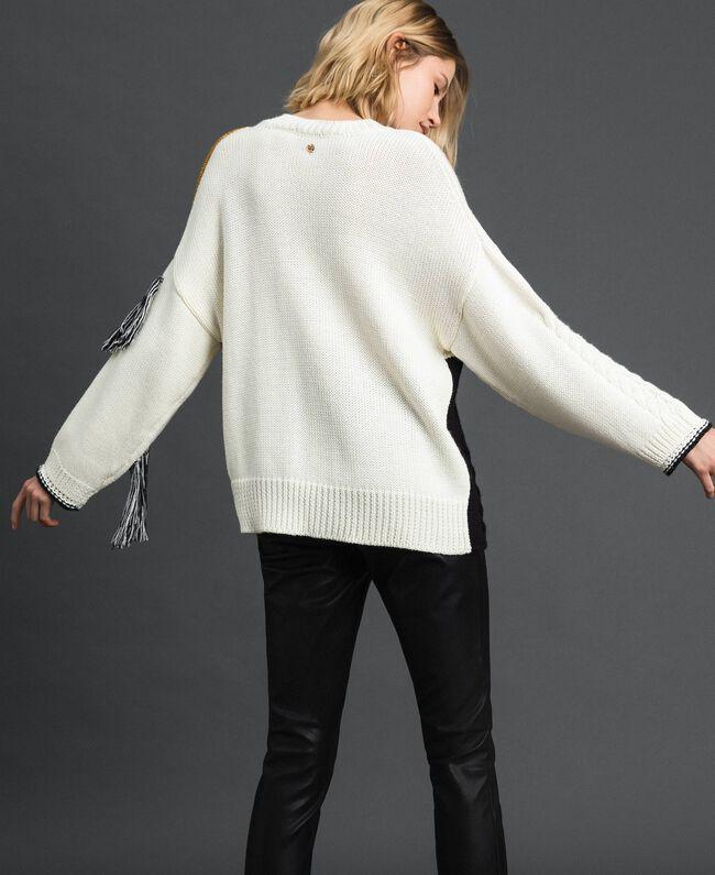 Pullover mit Zopfmuster und Fransen Vanille / Safrangelb / Schwarz Frau 192MP3041-04