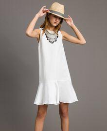 Leinen-Kleid aus Enver-Satin mit Volant Weiß Schnee Frau 191TT2304-0T