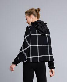 Manteau court en drap à carreaux Bicolore Carreaux Noir / Blanc Neige Femme PA826Y-03