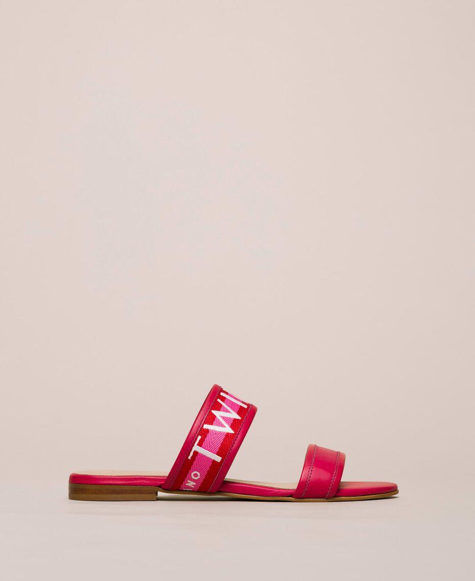 "Sandale aus Leder mit Logosteg Zweifarbig ""Geranium""-Rot / ""Jazz""-Rosa Frau 201TCT04J-03"