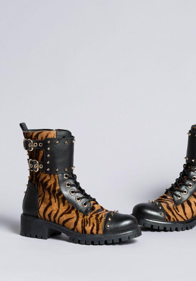 Schnürstiefelette aus Leder mit Animaliereinsätzen