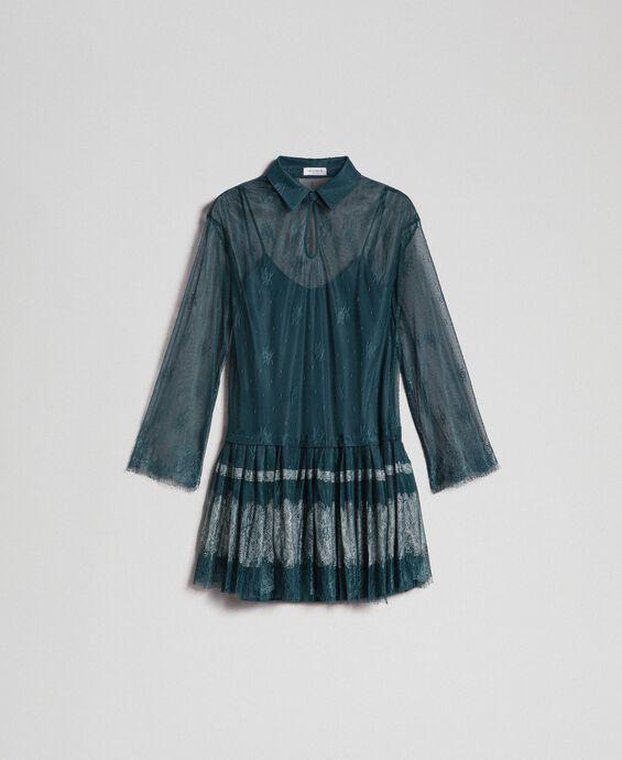 Robe en dentelle de Chantilly avec bas plissé