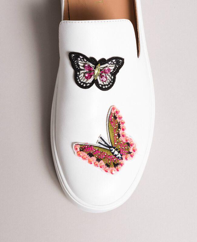 Mule aus Leder mit Schmetterlingapplikation Weiß Frau 191TCP10G-01