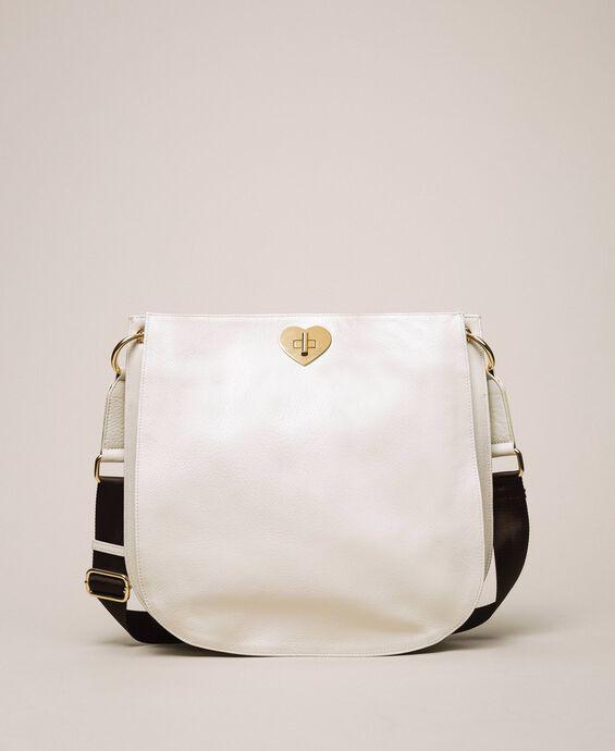 Кожаная сумка хобо с сердцем