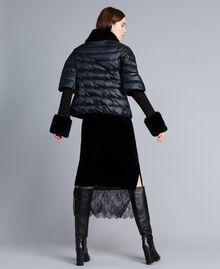 Kurze Steppjacke aus glänzendem Nylon Schwarz Frau TA82C2-04