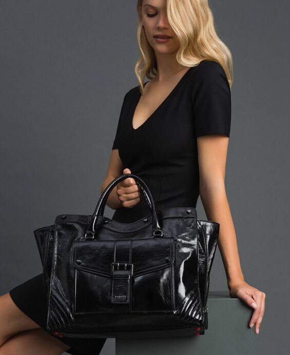 Leather shopper with decorative buckle