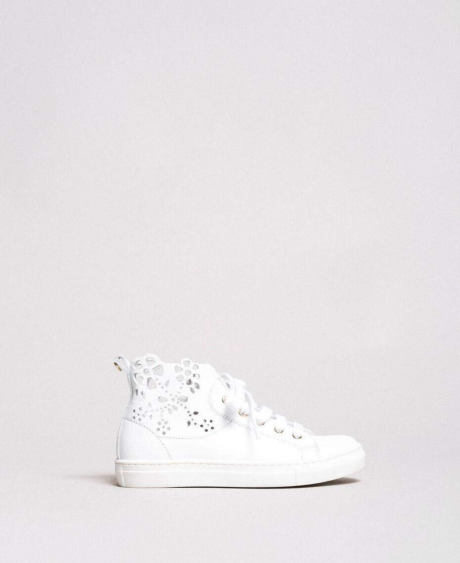 Sneakers in nappa lucida con ricamo Bianco Bambina 191GCJ172-01