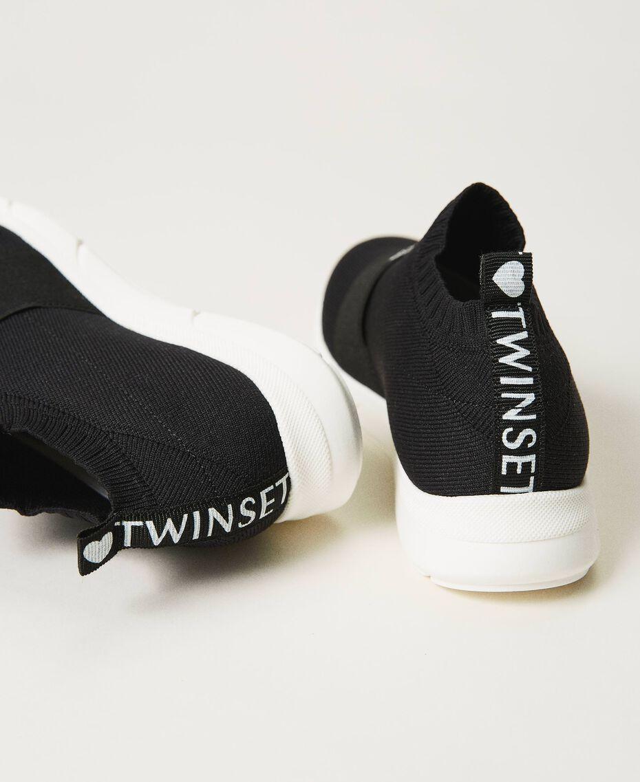 Sneakers con bordado de corazón Negro Niño 211GCJ030-02