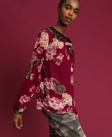 Bluse aus Krepon mit Blumenprint Print Rote-Bete-Rot Geranie Frau 192TP2724-04