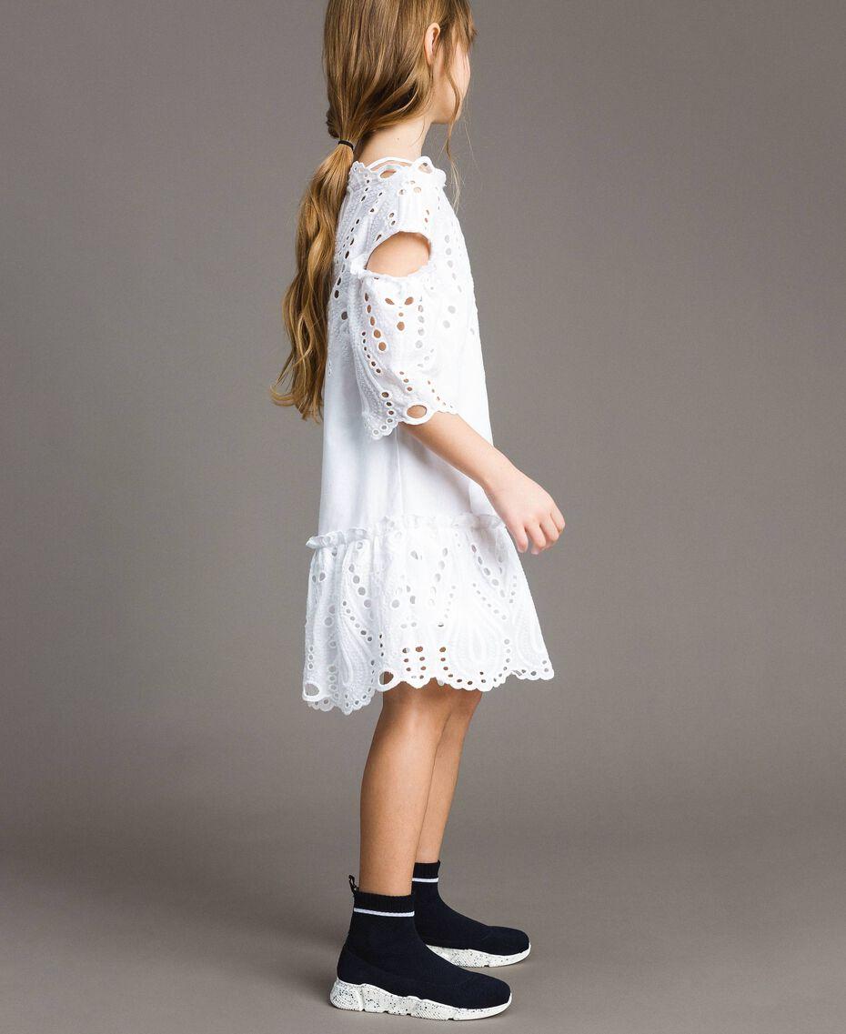 Musselin-Kleid mit Lochstickerei-Verzierung Weiß Kind 191GJ2620-02