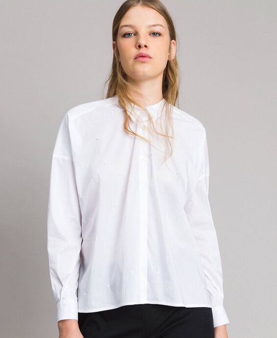 Chemise en popeline avec broderie à pois