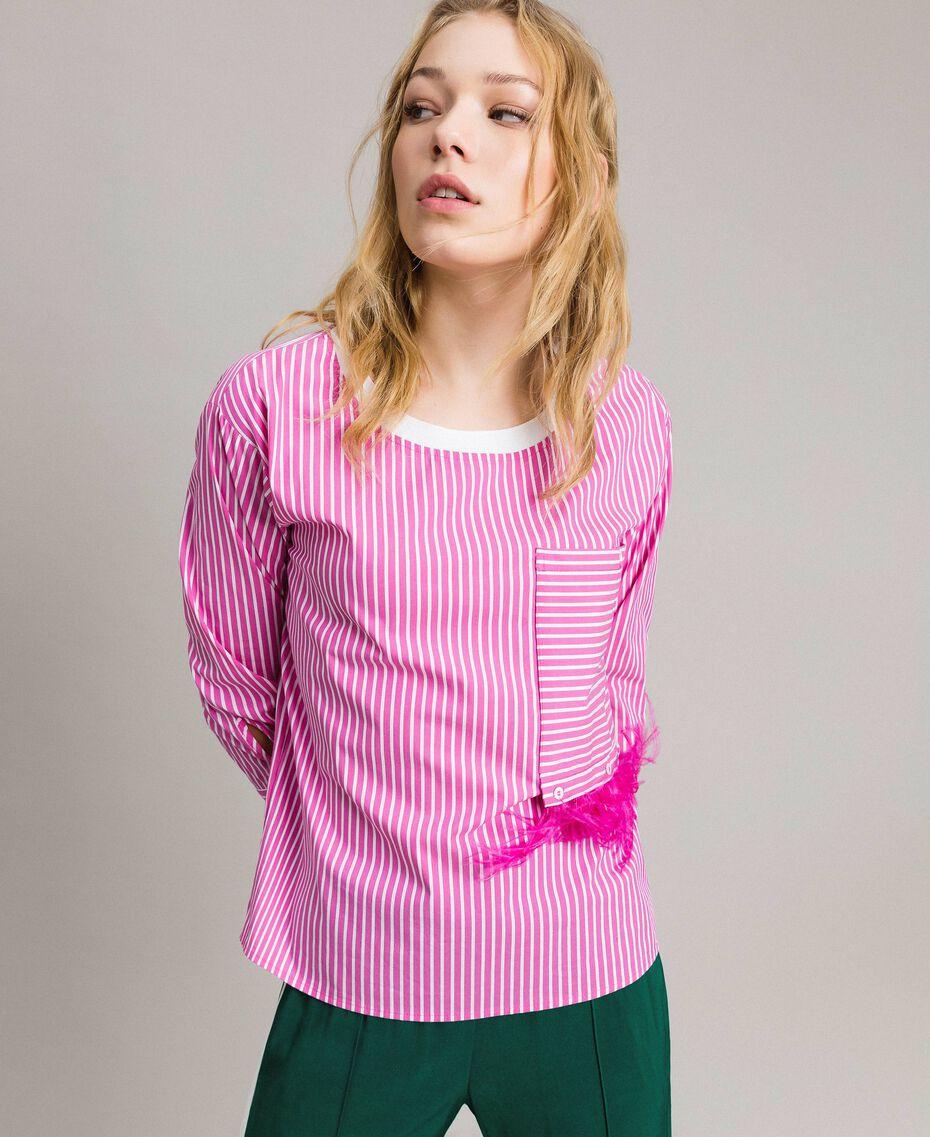 """Gestreifte Popeline-Bluse mit Federn Optisch Weiß / Streifen """"Electric Pink"""" Frau 191TP2311-02"""