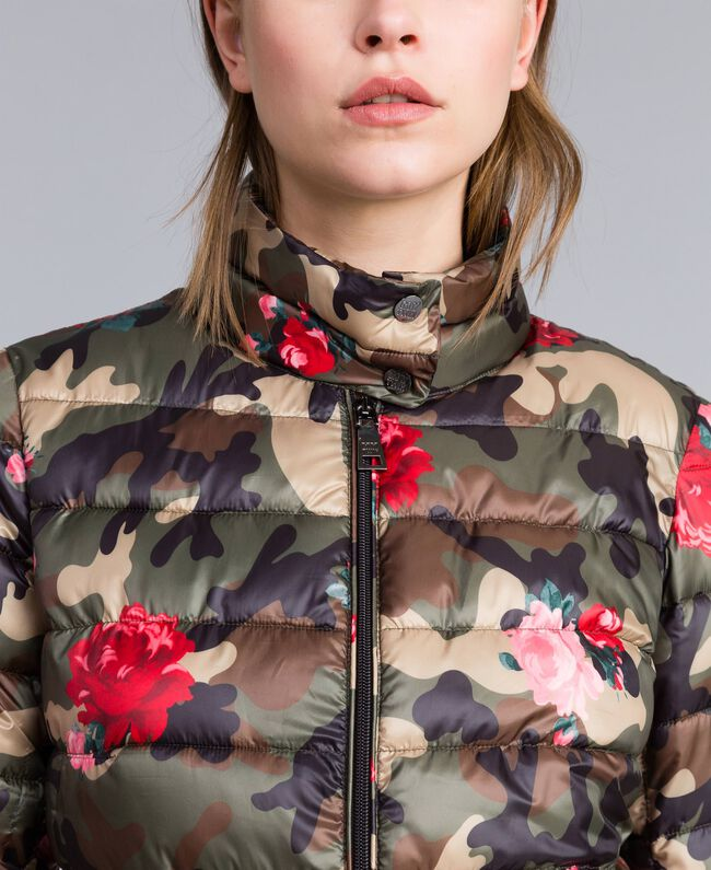 "Leichte Steppjacke mit Print Print ""Rosen"" Camouflage Frau JA82AN-04"
