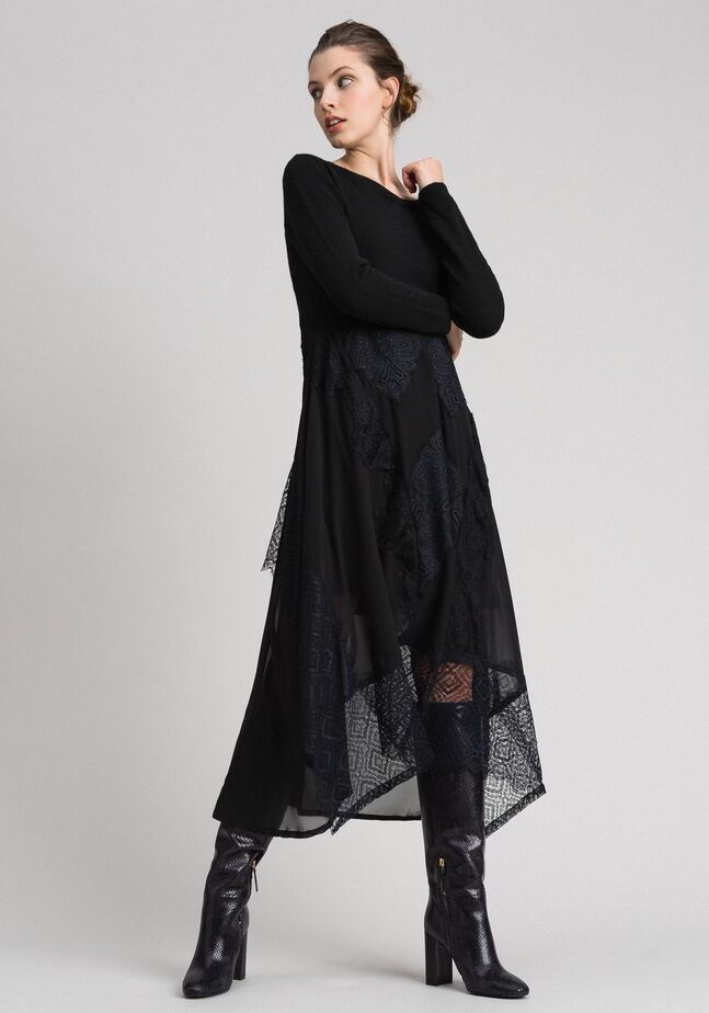 Robe longue en maille et crêpe georgette avec dentelle