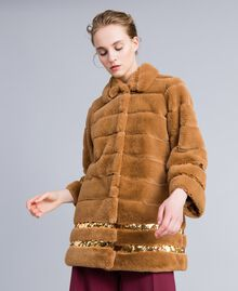 Cappotto in similpelliccia e paillettes Camel Donna PA82KB-02