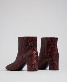 Bottines en cuir avec imprimé animalier Imprimé Python Rouge Betterave Femme 192TCP12Q-04