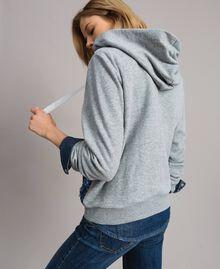 Sweatshirt mit Pailletten im Farbverlauf Zweifarbig Melange Hellgrau / Kornblumenblau Frau 191MP2072-03