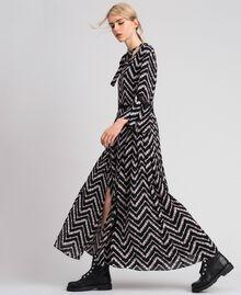 Vestido largo con estampado floral chevrón Estampado Chevrón Negro / Blanco Nieve Mujer 192TP2527-02