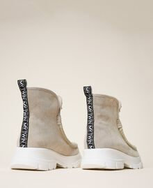 Bottines en cuir velours avec strass Bicolore Blanc «Optique» / Beige «Topaze» Femme 202MCP014-04