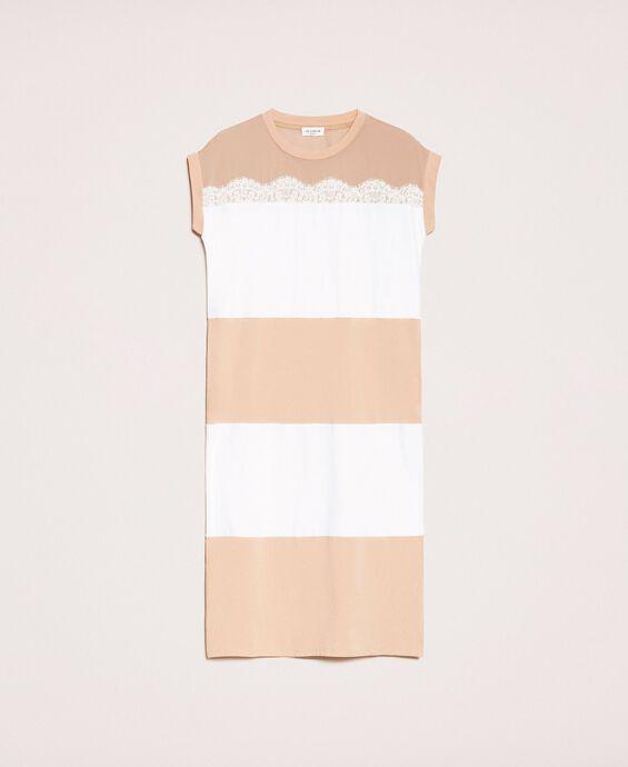 Длинное двухцветное платье с кружевом
