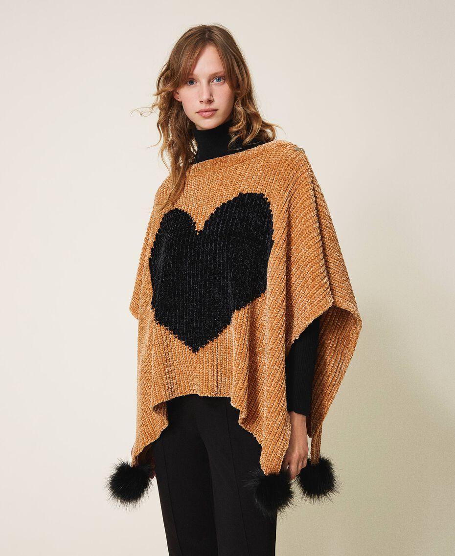 Poncho en chenille avec cœur jacquard Bicolore Marron «Amber Dust» / Noir Femme 202LL4GQQ-01