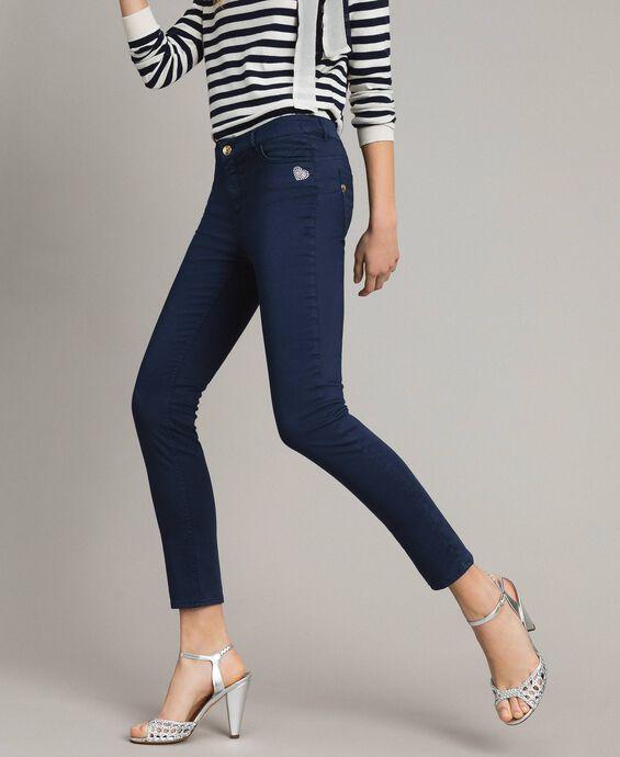 Skinny trousers with rhinestone heart