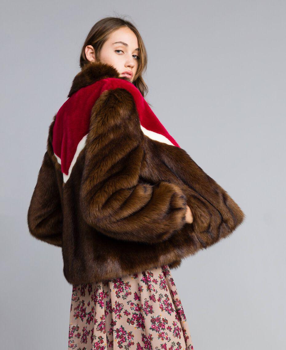 Veste en fausse fourrure avec incrustations Multicolore Acajou / Fuchsia Cerise / Nacre Femme YA82CB-01