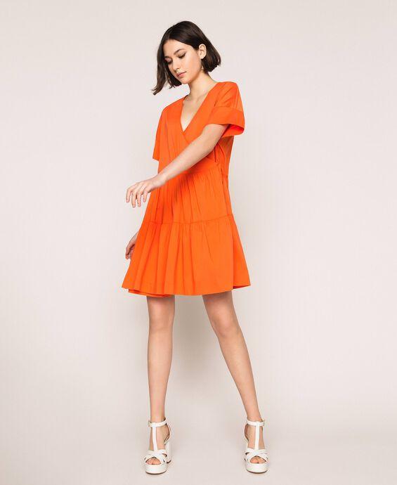 Платье с запáхом и оборками