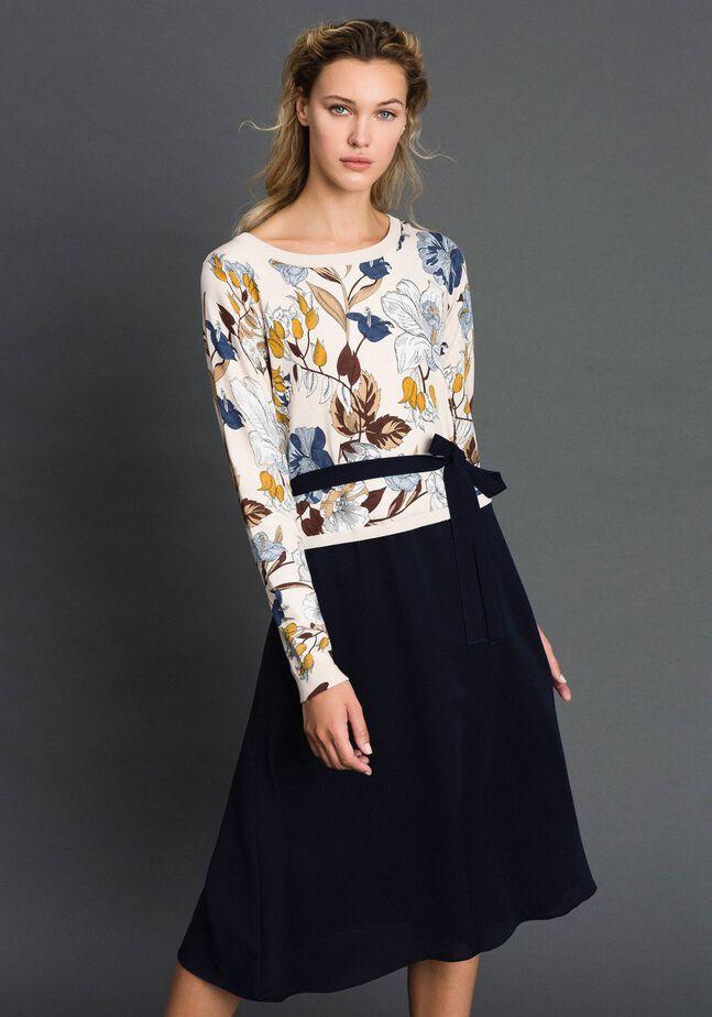 Трикотажное платье из крепдешина с поясом