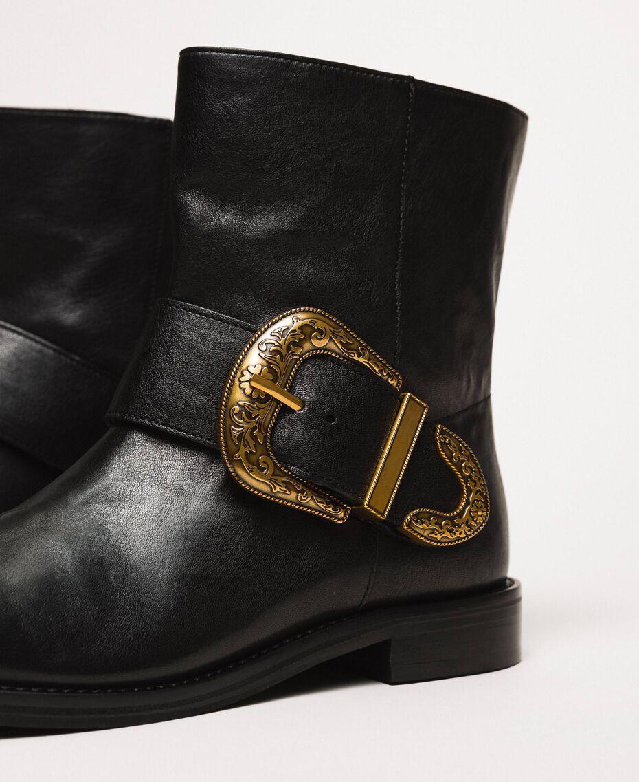 Кожаные байкерские сапоги с крупной пряжкой Черный женщина 201TCP058-03