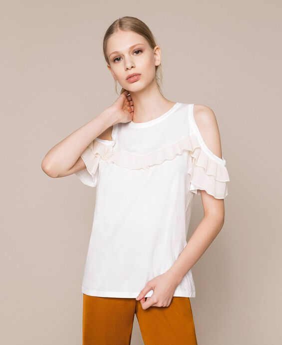 Top with pleated frills