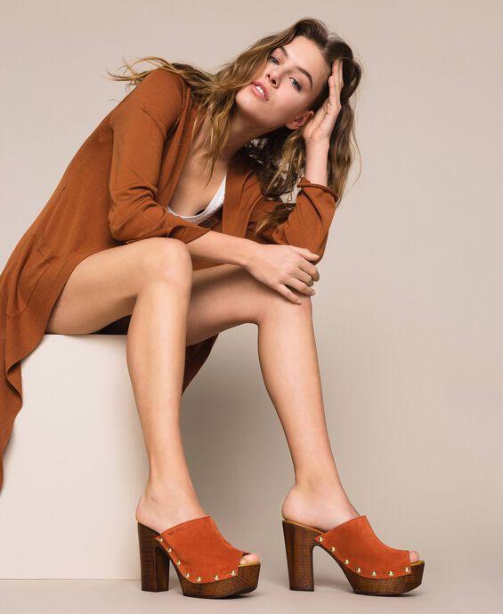 Замшевые туфли-сабо