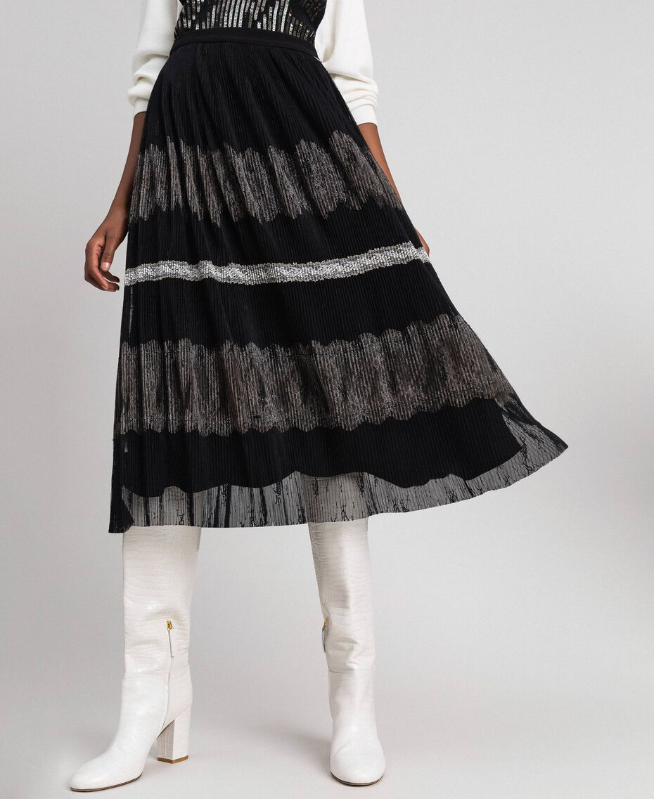 Pleated Chantilly lace skirt Black / Creamy White Woman 192ST2113-01