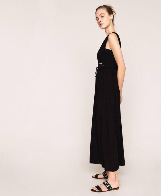 Длинное платье с кружевом кроше