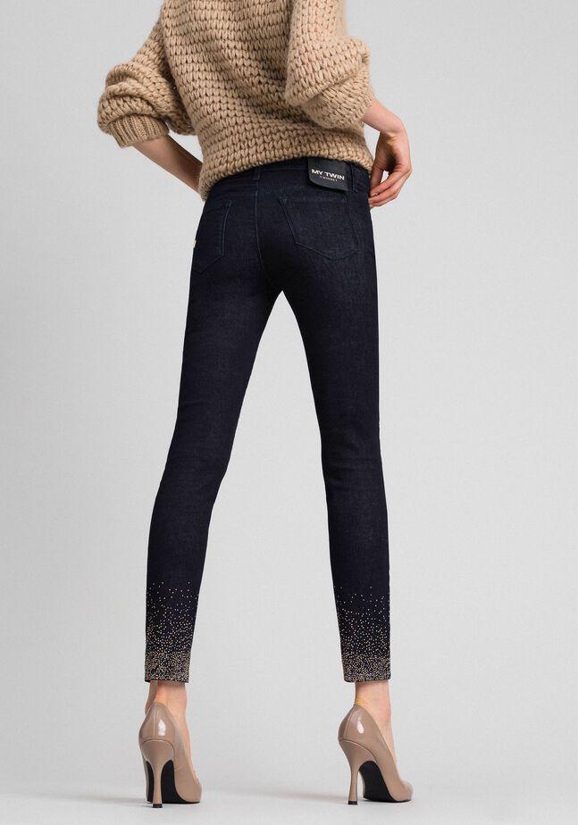 Jeans skinny con cristalli e borchie