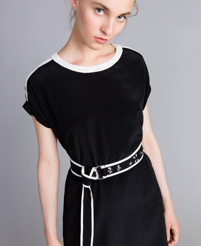 Kleid aus Seide mit Rüschen Zweifarbig Schwarz / Schneeweiß Frau PA82EU-04