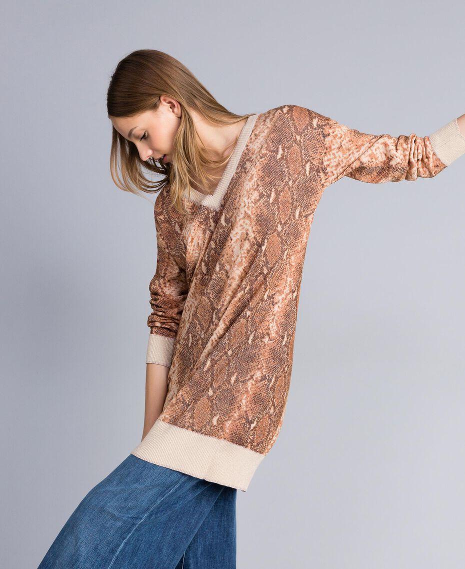 Maxi pull en laine mélangée animalière Imprimé Chocolat Serpent Femme PA83KB-02