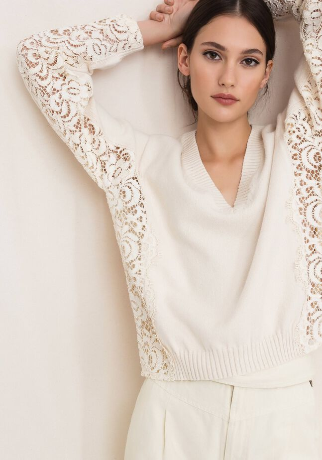 Boxy jumper with macramé lace