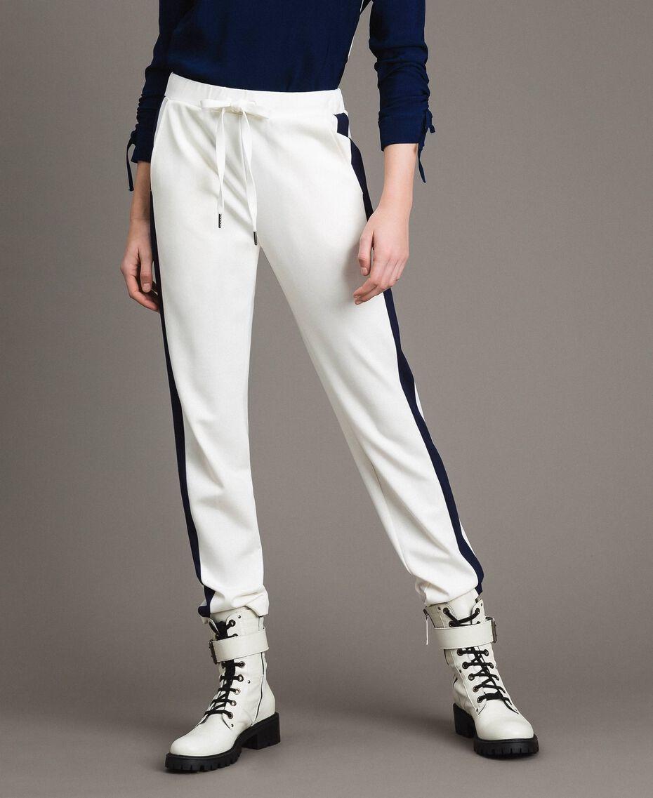 Pantalon avec bandes latérales en contraste Bicolore Blanc Soie / Bleu Nuit Femme 191TP2076-02