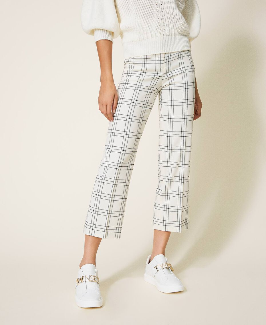 "Chequered wool blend cropped trousers Two-tone ""Snow"" White / Black Woman 202TP254C-02"