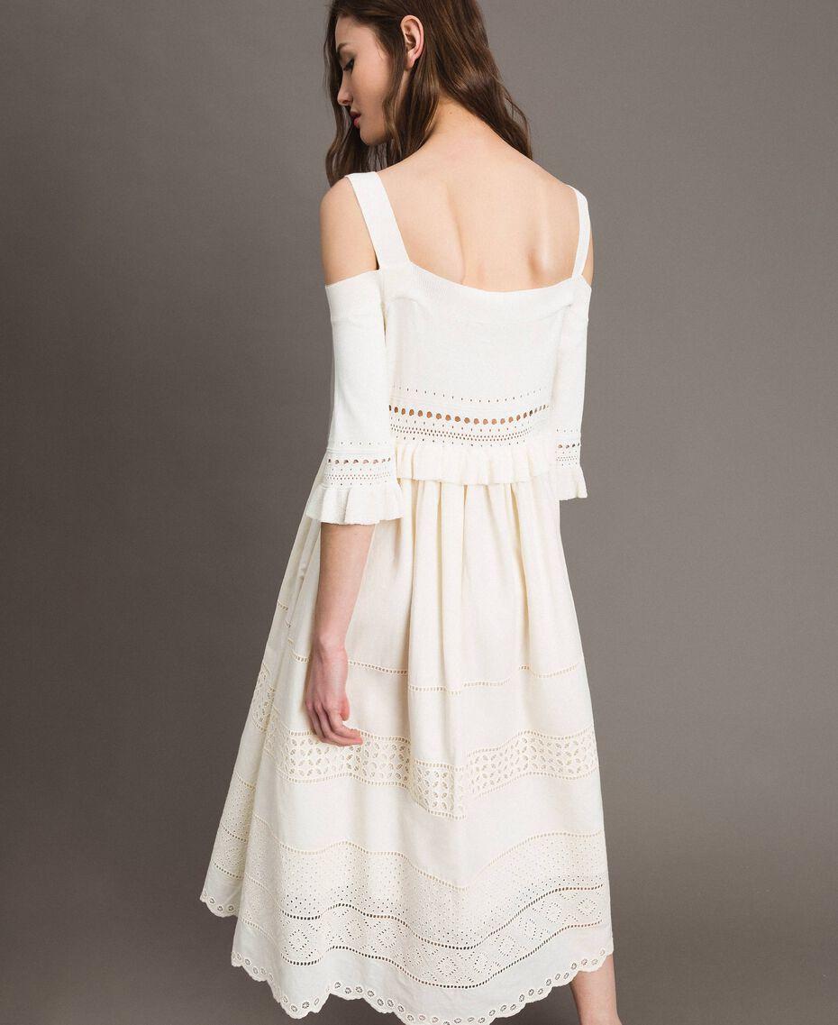 Gestricktes Broderie-Anglaise-Kleid Weiß Schnee Frau 191TT3013-03