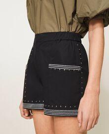 Shorts aus Popeline mit Nieten Schwarz Frau 211TT2484-05