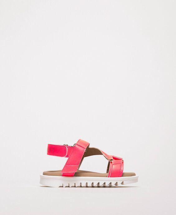 Sandalen aus Lederimitat in Neon