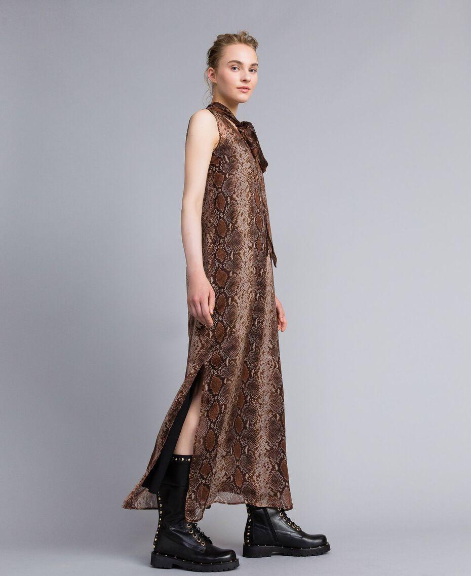Robe longue en mousseline de soie animalière Imprimé Chocolat Serpent Femme PA829C-02